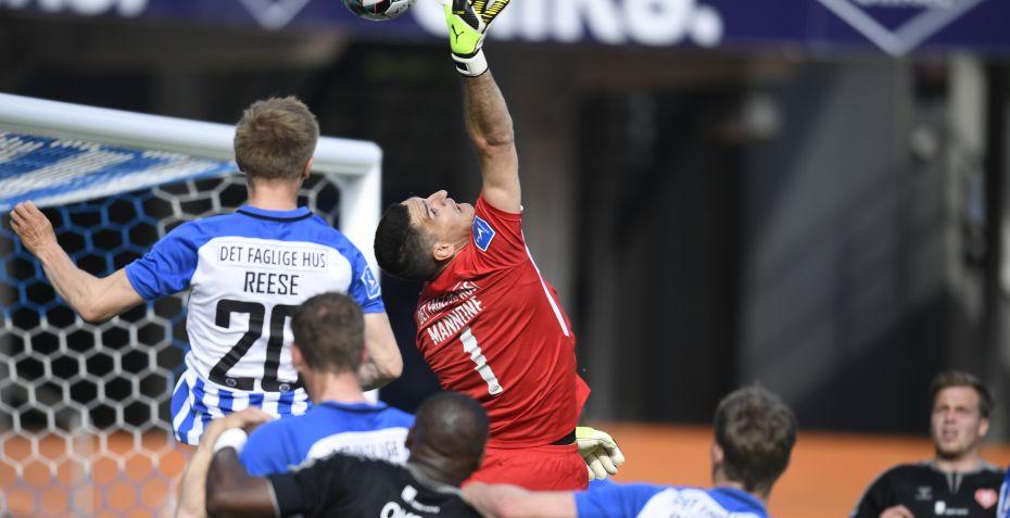 AaB og Esbjerg delte i underholdende og chancerig...