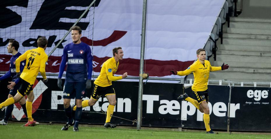 Tidligere Superliga-angriber scorer hattrick på otte minutter