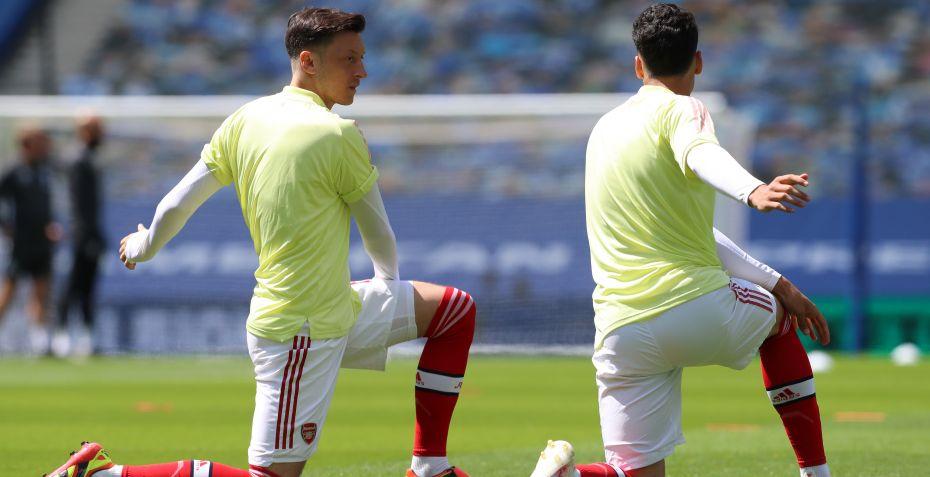 Mesut Özil: Arsenal og Mesut Özil river kontrakten i...