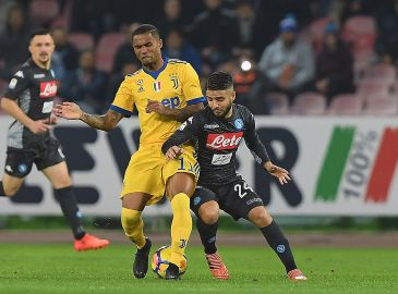 Napoli lyner over Douglas Costas video med Insigne-kiste